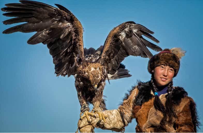 Vẻ đẹp dũng mãnh của các thiếu nữ săn đại bàng Mông Cổ - 4