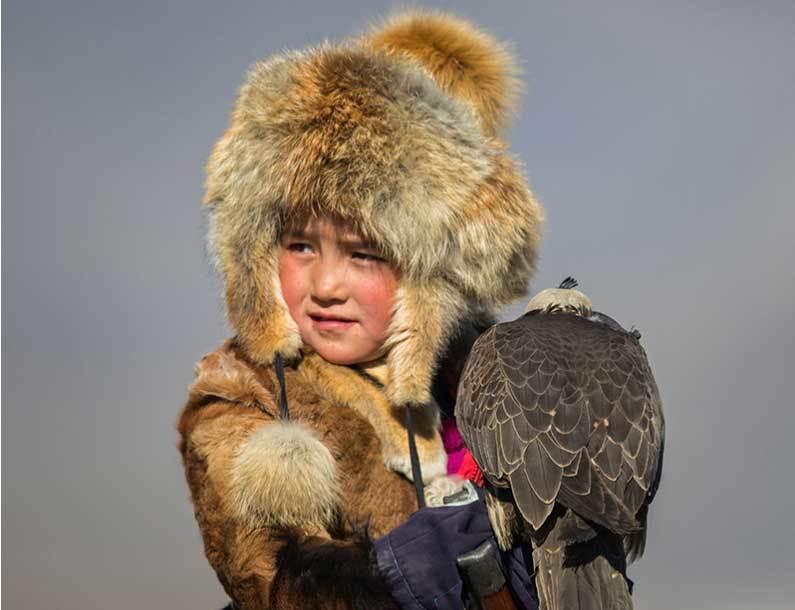 Vẻ đẹp dũng mãnh của các thiếu nữ săn đại bàng Mông Cổ - 7