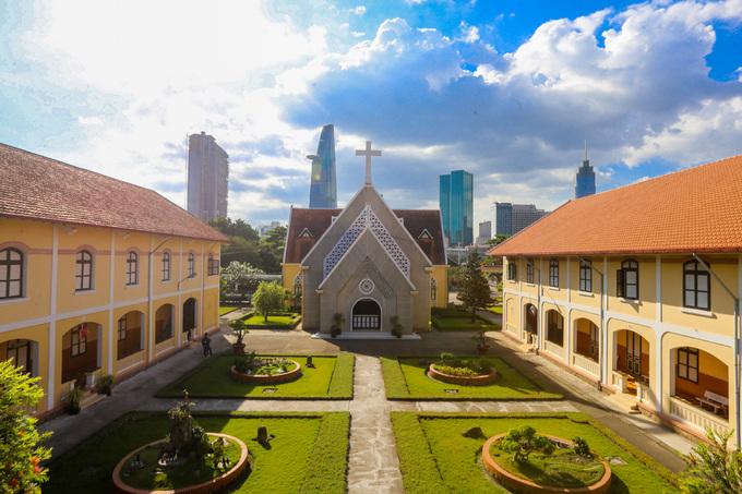 Bên trong Dòng Mến Thánh giá và Nhà thờ Thủ Thiêm - 6