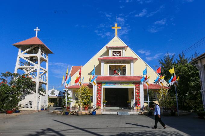 Bên trong Dòng Mến Thánh giá và Nhà thờ Thủ Thiêm - 2
