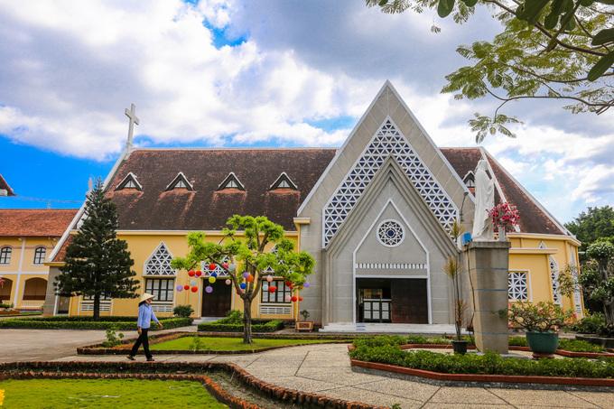 Bên trong Dòng Mến Thánh giá và Nhà thờ Thủ Thiêm - 5