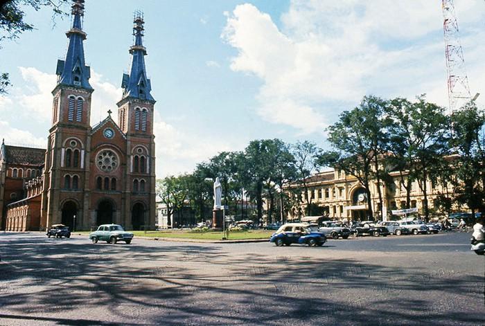 Hình ảnh nhà thờ Đức Bà Sài Gòn lúc  mới xây - 9
