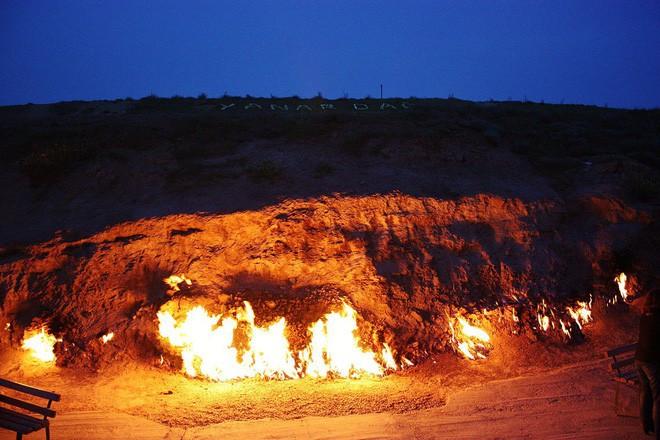 """Ngọn lửa được mệnh danh là """"địa ngục"""": Cháy được 4000 năm và không hề có dấu hiệu sẽ ngừng lại - 9"""