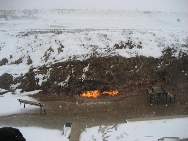 """Ngọn lửa được mệnh danh là """"địa ngục"""": Cháy được 4000 năm và không hề có dấu hiệu sẽ ngừng lại - 14"""