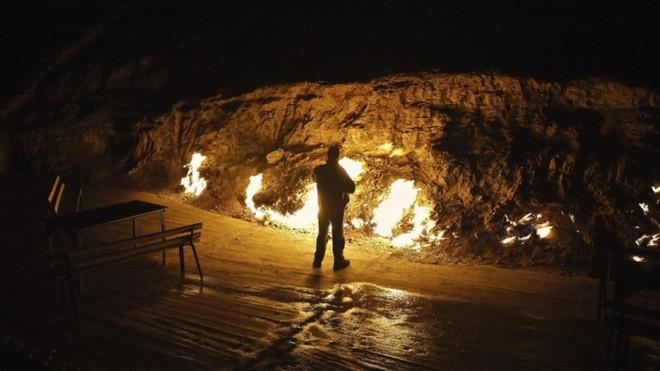 """Ngọn lửa được mệnh danh là """"địa ngục"""": Cháy được 4000 năm và không hề có dấu hiệu sẽ ngừng lại - 8"""