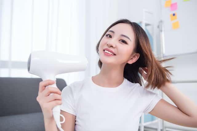 9 công dụng hữu ích của máy sấy tóc - 4