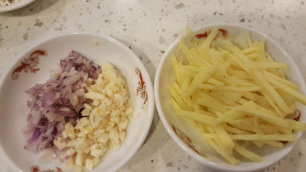 Cách làm món gà kho gừng - 3