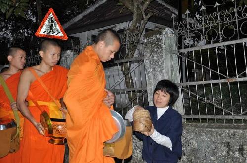 Luang Prabang thoáng bóng cà sa - 2