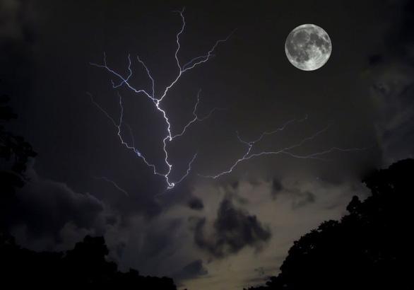 Trăng sói, trăng tuyết, trăng hồng… là trăng gì? - 7