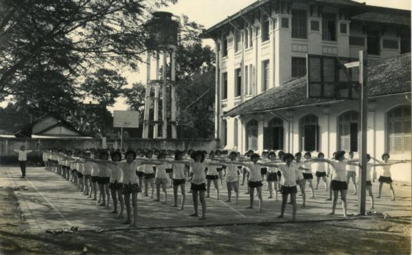 Trường áo tím Sài Gòn ngày xưa - 4