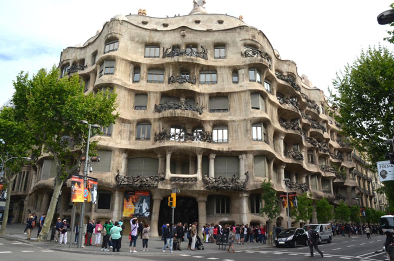'Người điên' Antoni Gaudi và nhà thờ Sagrada Familia nổi tiếng - 6