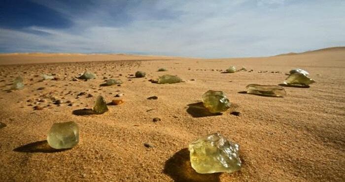 Thủy tinh sa mạc có phải hình thành do bom nguyên tử thời cổ đại? - 2