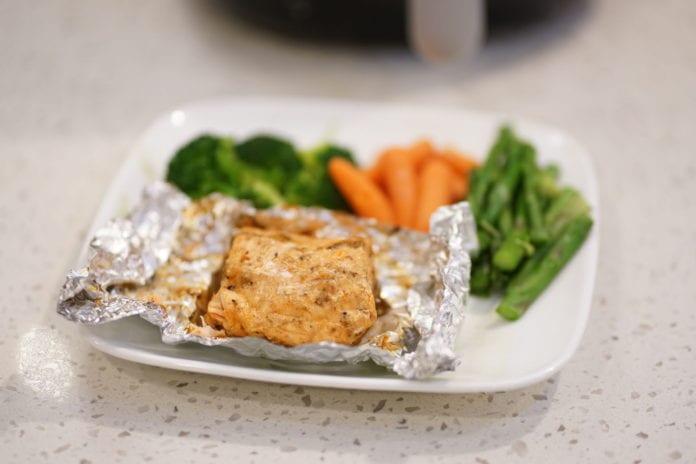 Cá hồi ướp sa tế nướng giấy bạc - 1