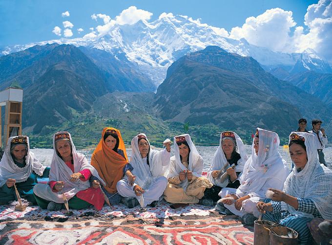 Bộ lạc sống thọ và có nhiều phụ nữ đẹp nhất thế giới - 12
