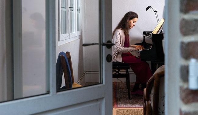 Viviane Bruneau-Shen, nghệ sĩ dương cầm thánh hiến - 6