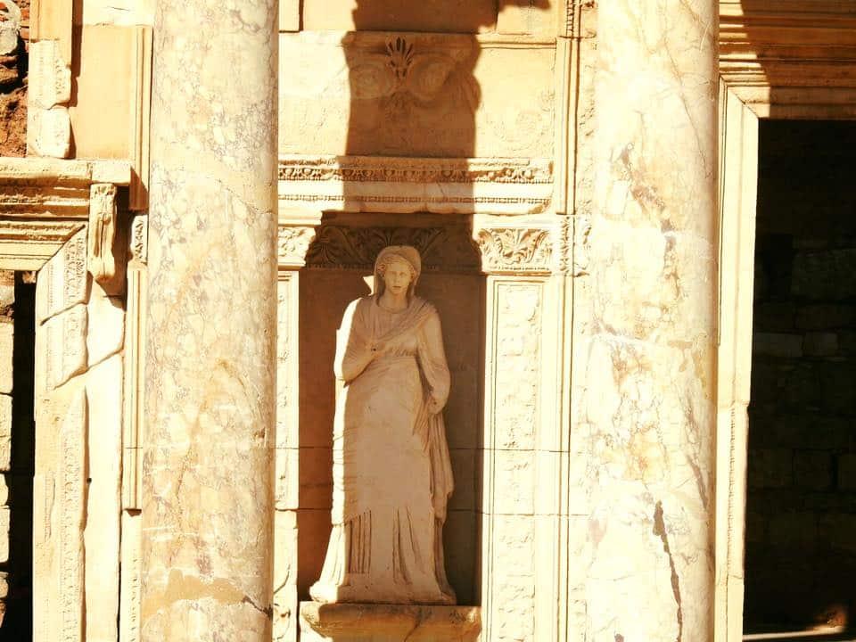 Ephesus và chuyến du hành ngược 3.000 năm - 9