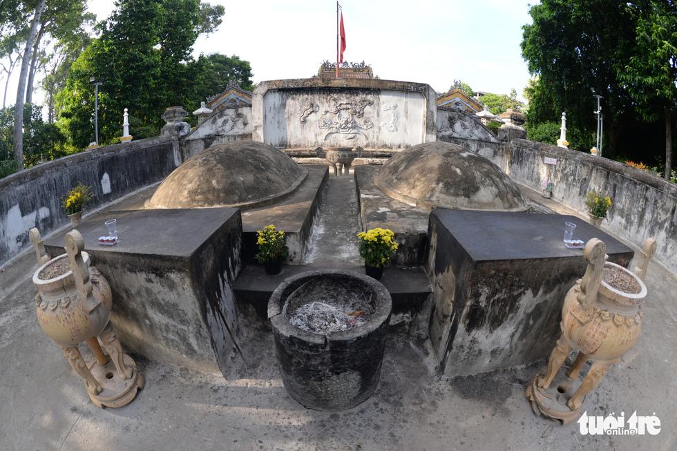 Những hình ảnh kể sự tích ở lăng Tả quân Lê Văn Duyệt - 1
