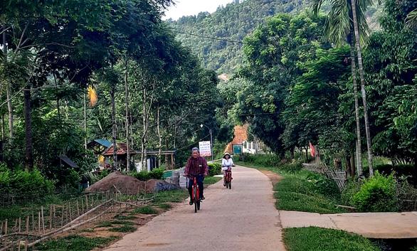 Cuối tuần đạp xe, tắm suối giữa núi rừng A Lưới - 8