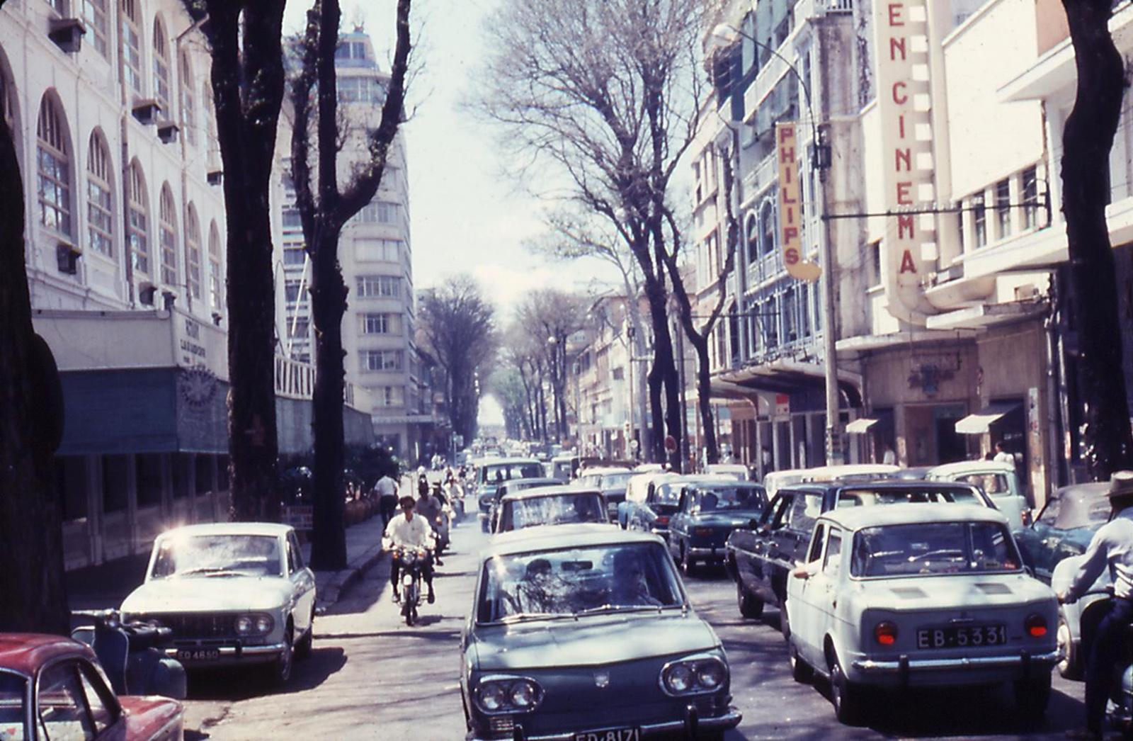 60 tấm ảnh màu đẹp nhất của đường phố Saigon thập niên 1960-1970 - 4