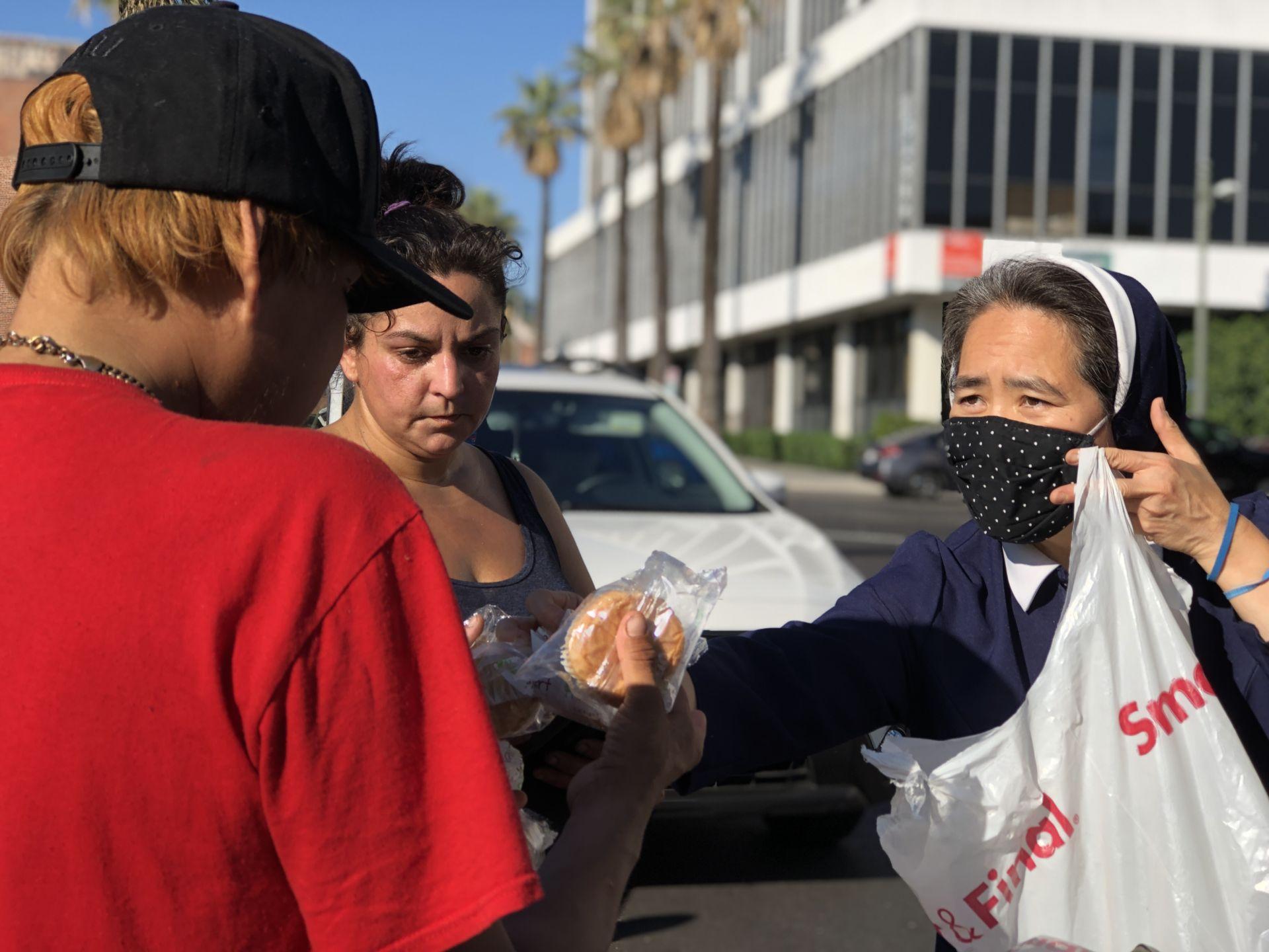 Những nữ tu gốc Việt mang sứ vụ 'đổi đời' cho người vô gia cư - 1