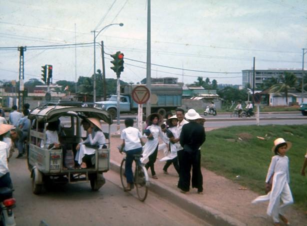 Ly kỳ tên gọi Ngã Tư Hàng Xanh (Sài Gòn) và những hình ảnh đẹp của Ngã Tư trước 1975 - 26