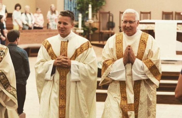 Những người cha phó tế này đã làm nảy sinh ơn gọi linh mục cho con trai mình - 3