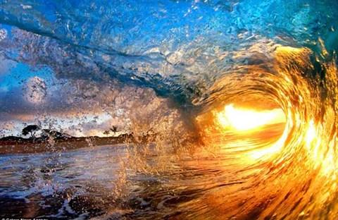 Sóng vẫn vỗ vào eo biển quê tôi - Diệu Hiền