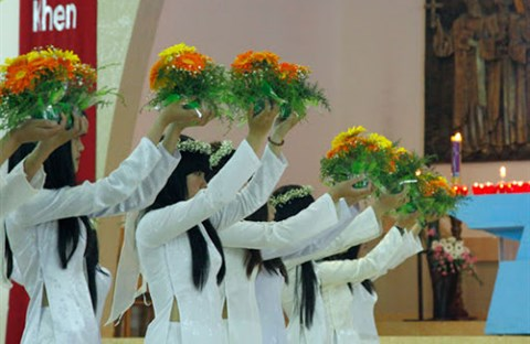 Năm sắc hoa dâng Mẹ (Đỗ Quang Vinh)